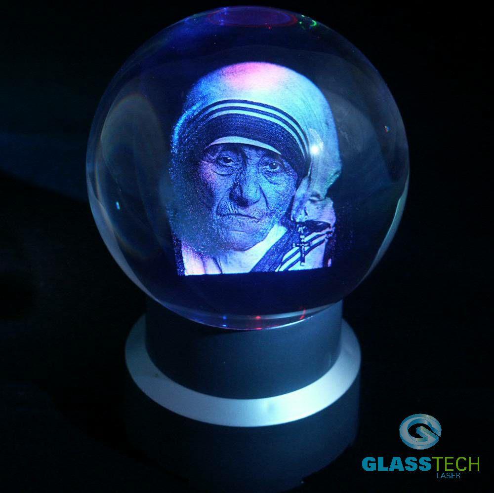 bd43c3398 Cena obsahuje 3D laser portrétu vyobrazené osobnosti, křišťálovou cca kouli  průměr 100 mm vyrobenou z optického skla a balení v papírové krabičce.